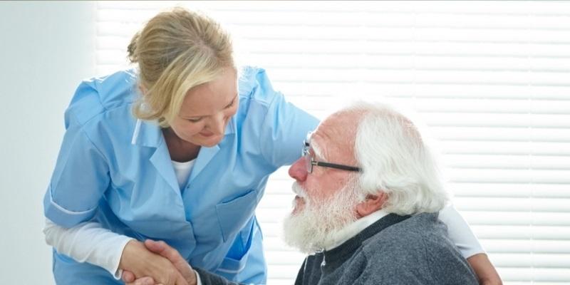 Cagliari: Famiglia con persona anziana affetta da demenza senile cerca badante per ore notturne e fine settimana