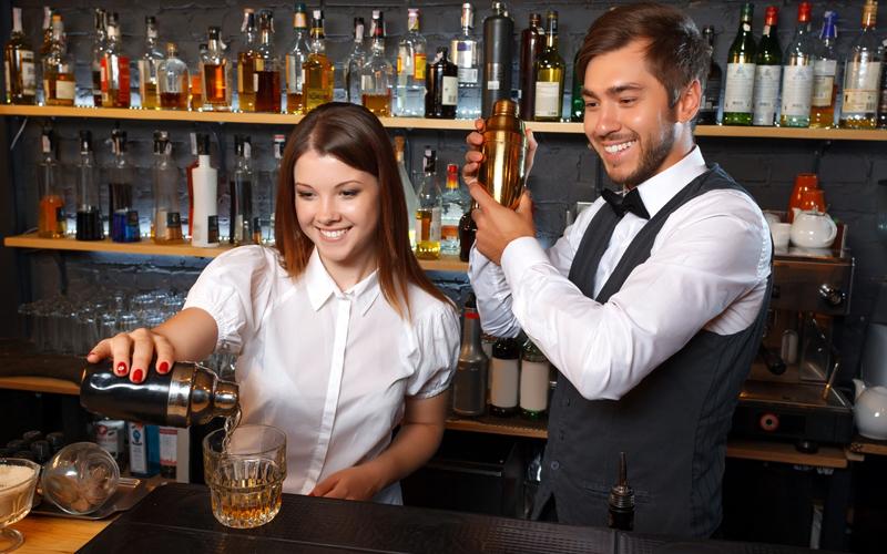 Il Bar Life a San Teodoro (SS) cerca Personale: 1 Cameriera e 1 Barman
