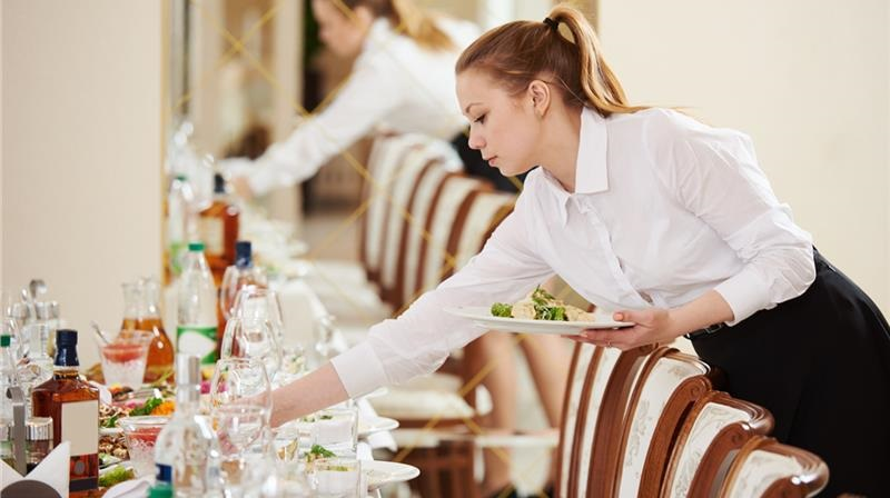 Abbasanta (OR): Cercasi 10 Camerieri/e di sala per organizzazione e predisposizione della sala da pranzo, servizio ai tavoli per banchetti