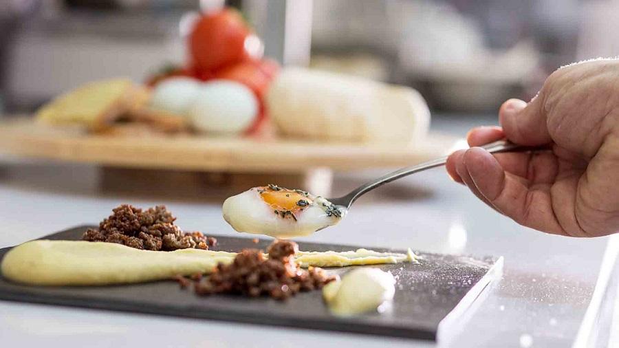 Cercasi Chef da impiegare presso prestigiosa villa privata in Costa Smeralda - Porto Cervo (Vitto e alloggio inclusi)