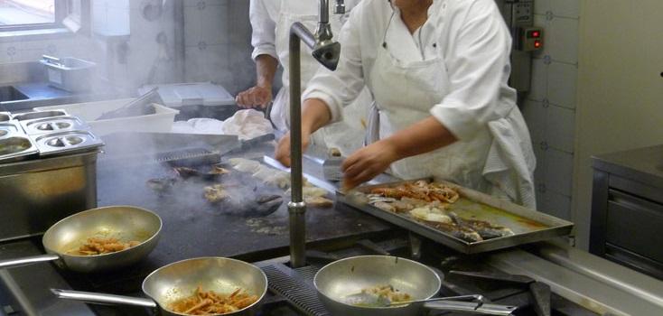 Agriturismo a San Pantaleo, offre lavoro sala/cucina. Si offre vitto, alloggio e contratto a norma di legge fino al 30/09/2019