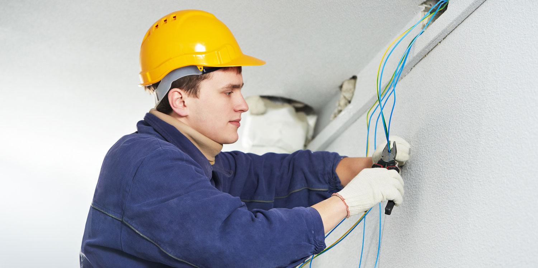 Arzachena (SS): Cercasi due elettricisti BT/MT con esperienza, automuniti