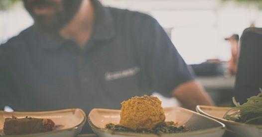 FronteMare locale aperto tutto l'anno sul Lungomare Poetto cerca cameriere di sala per Inverno 2019/2020