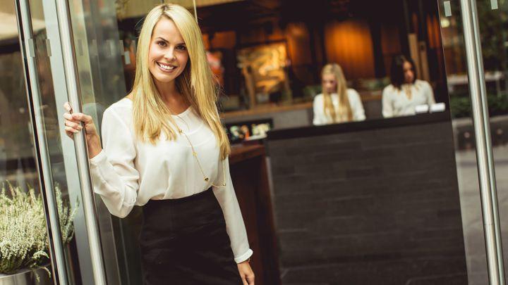 Costa Smeralda (SS)  La Royal Multi Service cerca Hostess che accompagni i  clienti 4b1d940e421