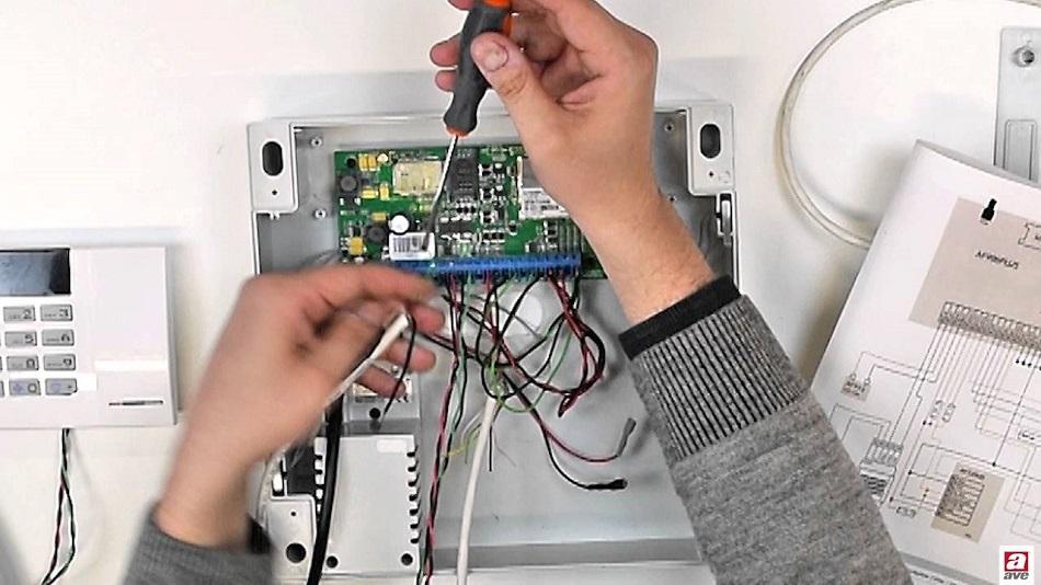 Tempor Spa cerca Elettricista per azienda settore impianti antintrusione e installazione videocamere