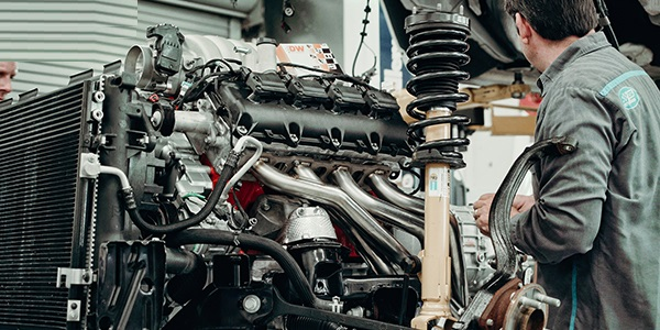 Bolotana (NU): Azienda manifatturiera assume 2 meccanici a tempo indeterminato per montaggio di motori a pistoni su carrozzerie in vetro resina