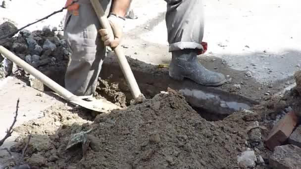 Arzachena (SS): Azienda Settore Edilizia assume 2 Manovali edili per Ausilio all'operatore escavatorista addetto allo scavo