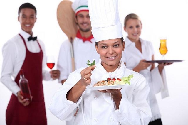 Ristorante a San Teodoro (SS) cerca personale: Pizzaiolo, Camerieri di Sala e Aiuto Cuoco